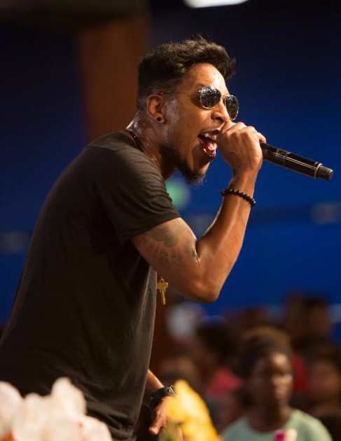 Deitrick Haddon performing at Long Beach Gospel Festival 2015.