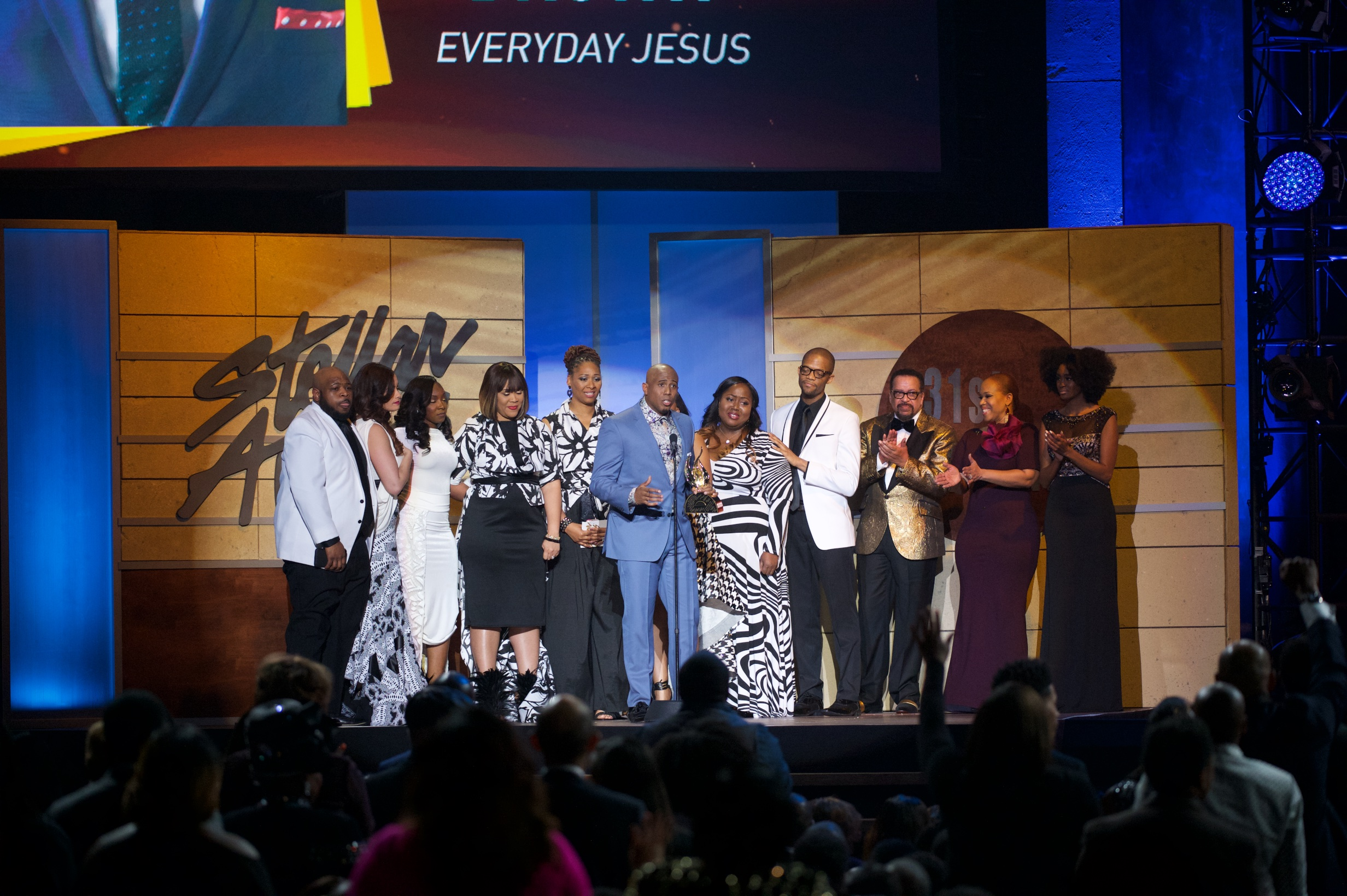 Anthony Brown and group theRApy accept award at 2016 Stellar Awards.